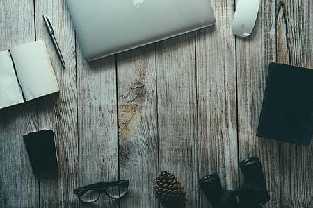 MacBook, notepad, pen, and eyeglasses digital wallpaper