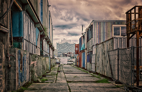 shallow focus photography of alley