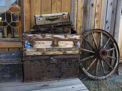 carriage wheel and chest boxes