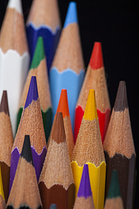 close up photography of assorted-color coloring pencils