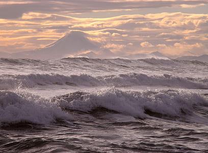 sea waves under cumulus clouds