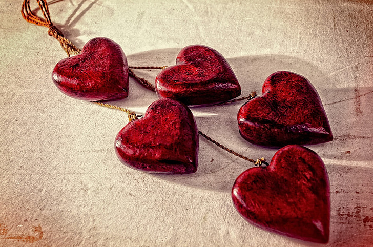 five red stone hearts decor