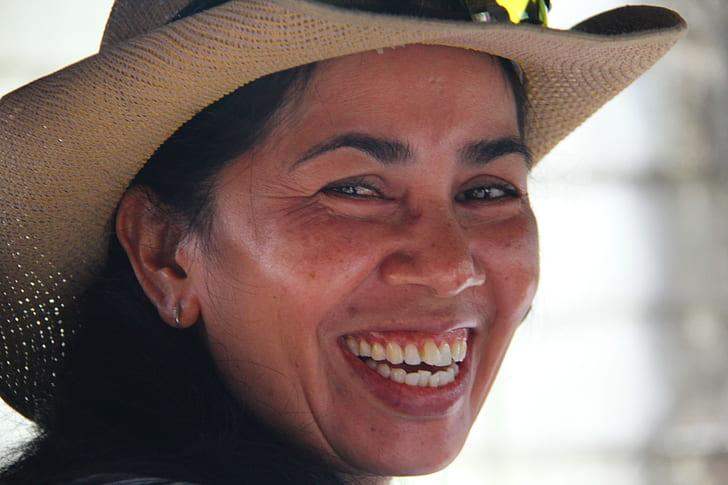 woman wearing beige sun hat