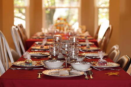 shallow focus photography of dinner fine dinning table set