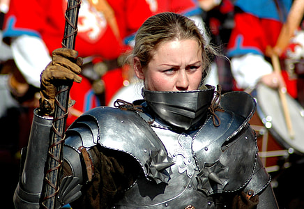 woman wearing silver-colored knight armor while holding spear