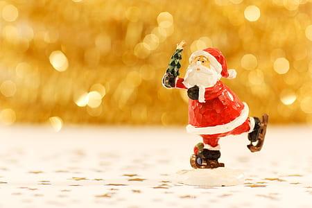 selective focus photography of Santa Claus figurine