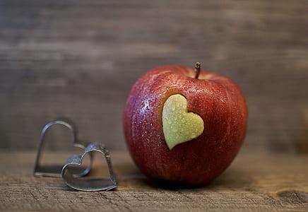 apple on table