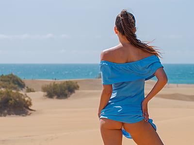 woman wearing blue tube-top dress on seashore
