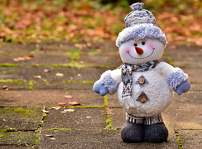 white snowman during daytime