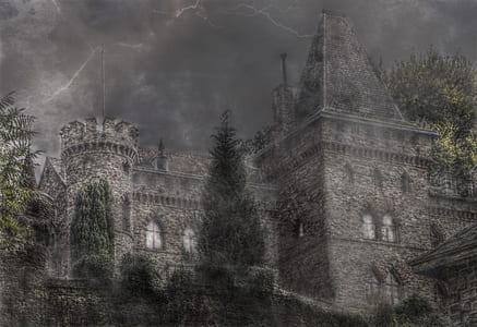 black castle under thunderstorm wallpapper