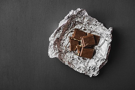 White and nut chocolate bars