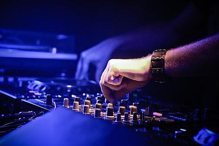 person playing black terminal mixer