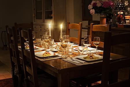 photo of formal dinner setting