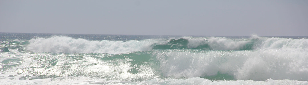 sea waves during daytime