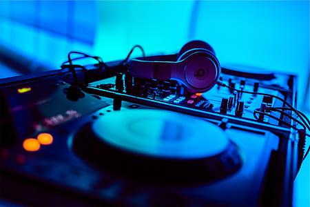 headphones on DJ turntable