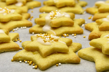 star-shaped baked pasties