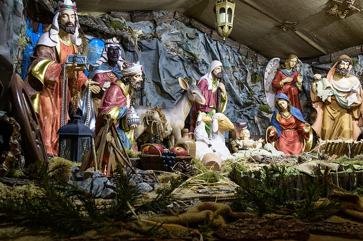 nativity scene statues