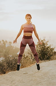 woman in gray sports bra and pants