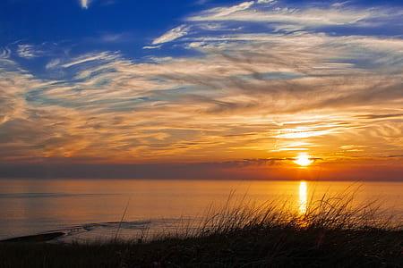 ocean during dawn
