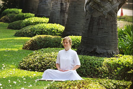 woman wearing white 3/4 dress