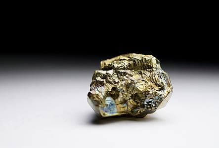 gold stone fragment