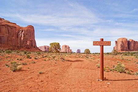Road Closed signpost