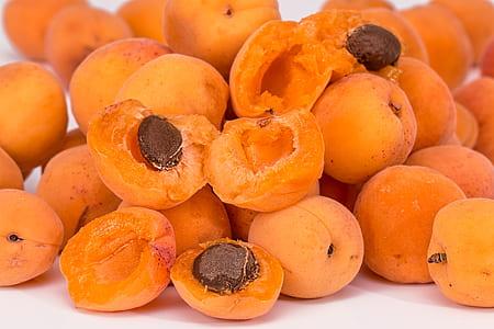 photo of round fruits