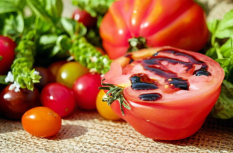 sliced tomato vegetable