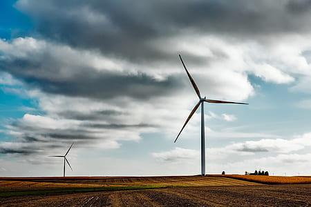 wind mills during daytime