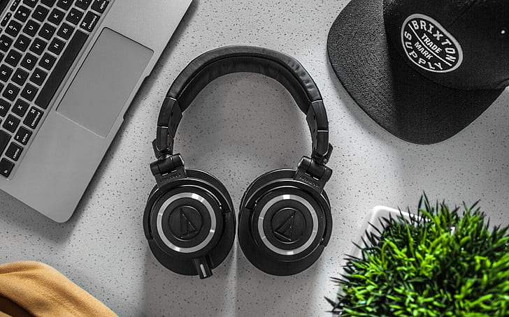 Royalty-Free photo: Bose Headphones | PickPik