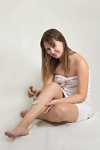 women shaving leg