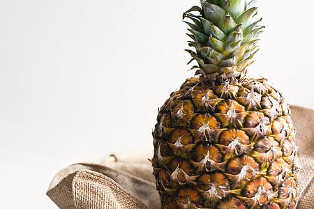 Pineapple home alone