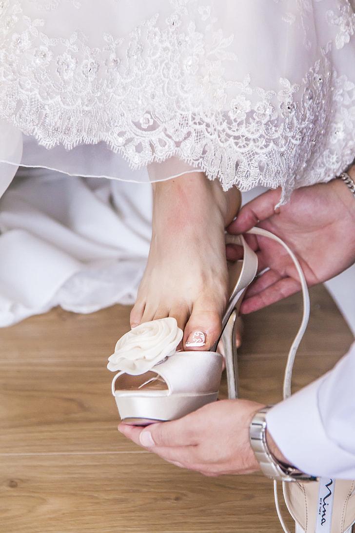 women's unpaired white leather peep-toe heels