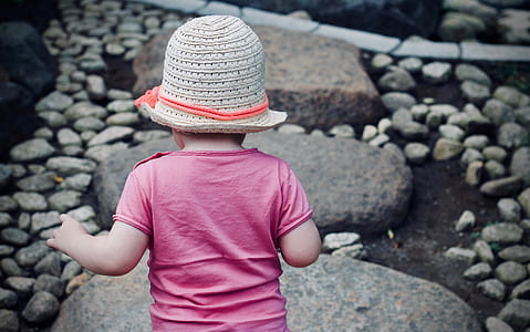 toddler wearing cloche hat