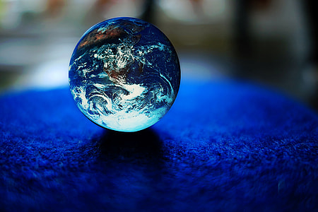 shallow focus photography of blue toy marble