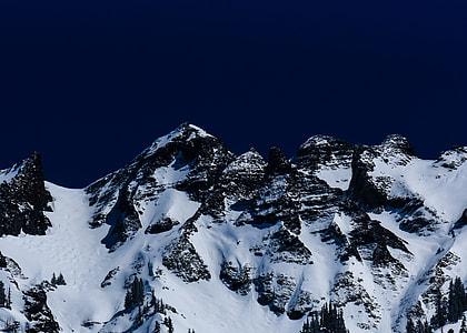 glacier mountain under blue sky