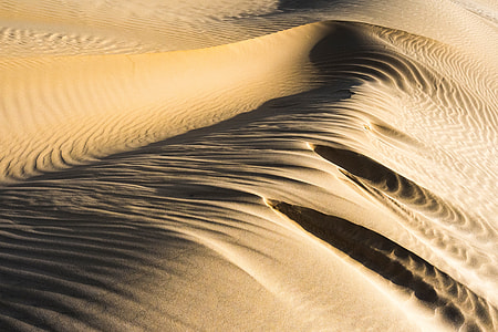 photography of desert during day time