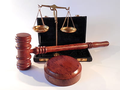 brown gavel and brass-colored balancing scale