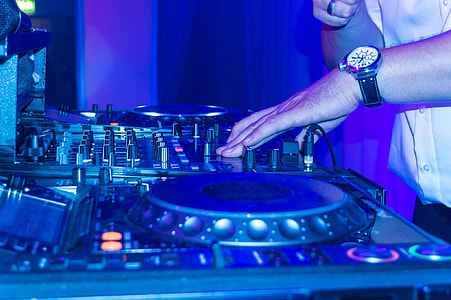 person holding DJ turntable