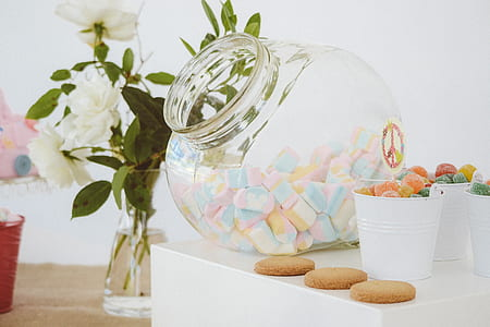 clear glass jar with marshmallow inside