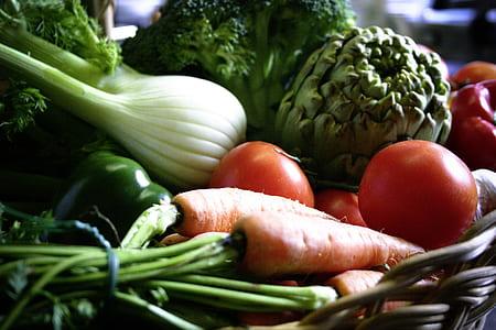 leeks, carrots, broccoli, and tomato
