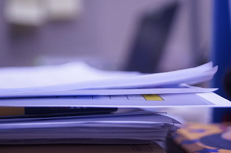 shallow focus photography of white papers