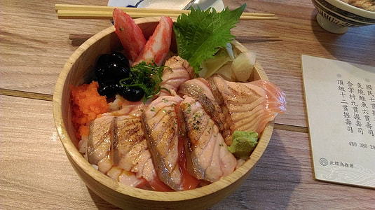 meat with vegetable in brown ceramic bowl