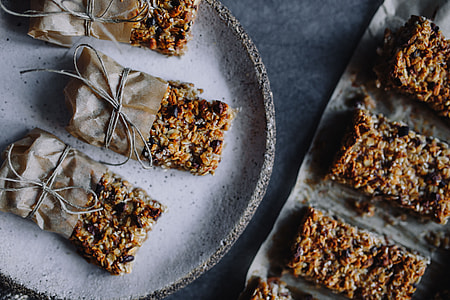 A Healthy Granola & Peanut Snack Bar