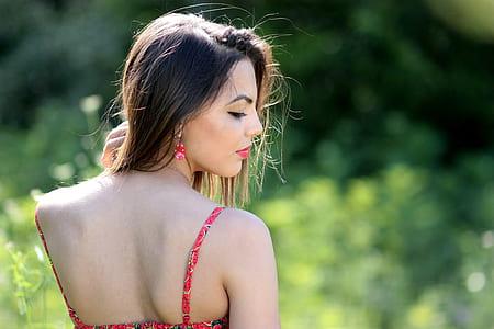 woman wearing spaghetti strap top