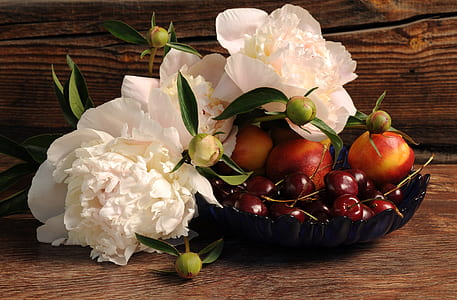 white flowers and red tomatoes