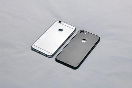 Light Dark iPhone Minimal
