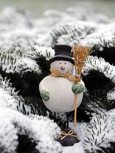 close up photography snowman figurine