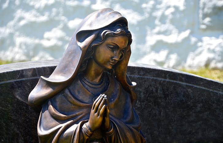 praying Mary statue