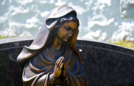 praying Mary statue